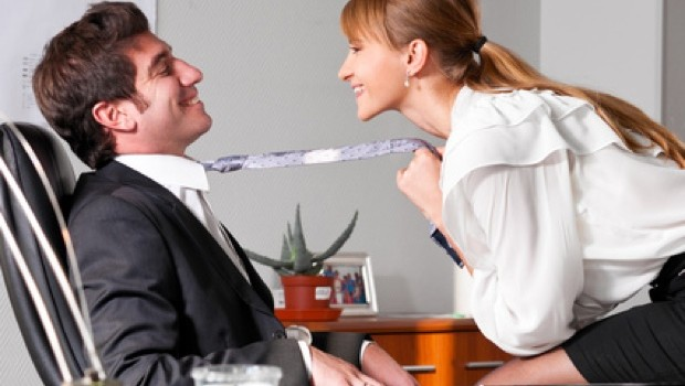 Das erste Mal sex unter Arbeitskollegen